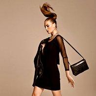 Obleka Morgan, 65 €; jakna s.Oliver, 199,99 €; gležnjarji Tosca Blu, 209 €; torbica Massimo Dutti, 145 €; ogrlica Parfois, 14,99 €; prstani Six, 4,95 €/set; uhan, last modela. (foto: Žiga Mihelčič)