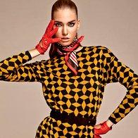 Obleka AlmiraSadar, 235 €;  pas s.Oliver Premium, 49,99 €; ruta Orsay, 9,99 €; rokavice Roeckl, 74,99 €. (foto: Žiga Mihelčič)