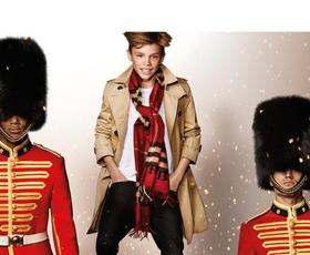 Mladi Beckham nadaljuje manekensko kariero, tokrat za Burberry