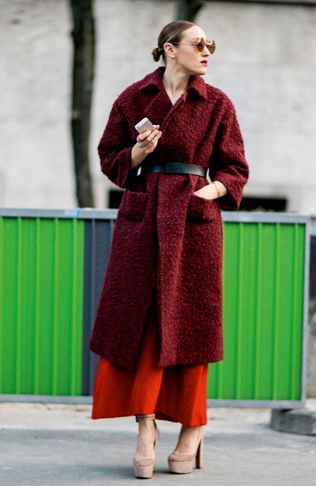 Modna urednica pozdravlja vpadljive plašče, ki zakoličijo celotno garderobo - Foto: Imaxtree