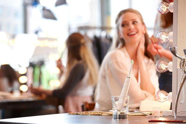 Kako si kar sedemkrat bolj učinkovito umijemo zobe? - Foto: Philips