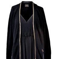 Obleka Massimo Dutti, 95,99 €, jopa Guess, 149,99 € (foto: Windschnurer, Imaxtree)