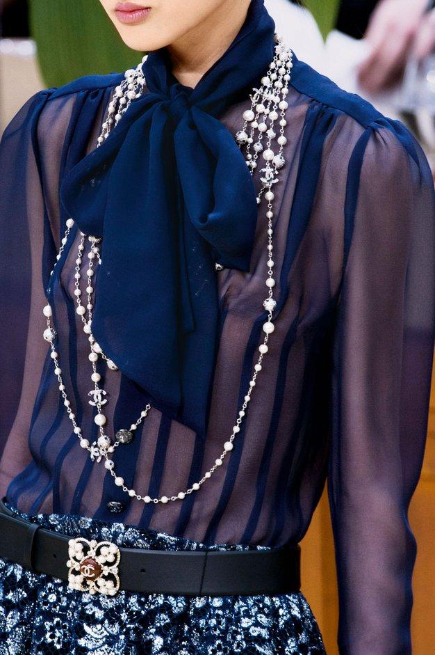 Bluza s pentljo (Katja Vidrajz, novinarka) »Po vzoru Guccija bom to jesen z veseljem spet nosila bluzo s pentljo, ki …