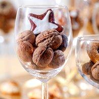 Na mizi ne smejo manjkati piškotki in oreščki (foto: profimedia)