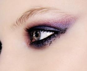 4 trendi ideje za drugačno dimno senčenje oči