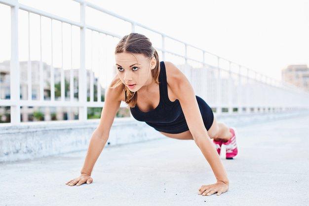 Bodi sama svoja osebna trenerka! To so najboljše vaje za oblikovanje telesa - Foto: Elle