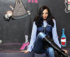 Ta vikend pridite zamenjat knjige in modne dodatke, tudi Vesna Milek bo tam