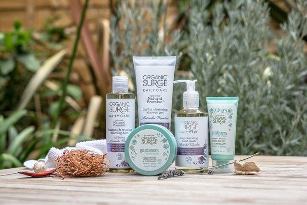 Končno trendi naravna kozmetika z ekološkim certifikatom po dostopni ceni tudi pri nas! - Foto: Organic Surge