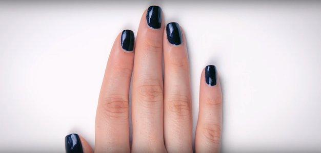 Ste tudi ve uporabljale lak za nohte Vamp blagovne znamke Chanel? - Foto: mode.com
