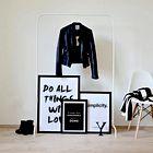Elle SOS: Kako obesiti sliko v stanovanju?