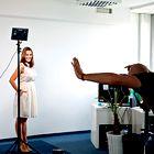 Rebeka je prišla na slikanje z Alešem Bravničarjem dobro pripravljena. (foto: Helena Kermelj, Story press)