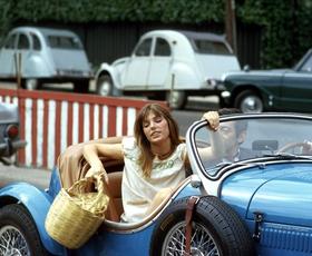 """Jane Birkin: """"Vedno nosim cekarje, ker nikakor ne morem najti dovolj velike torbice ..."""""""