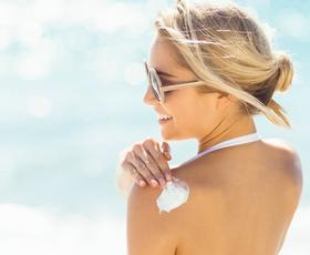 Kako pravilno nanesti kremo za sončenje?