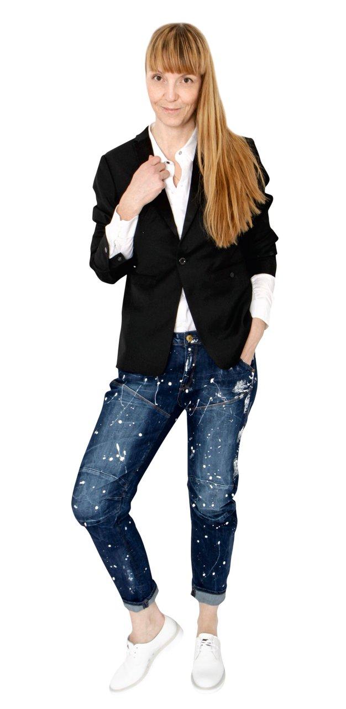 Petra nosi oblačila in modne dodatke G-Star. - Foto: Windschnurer, Profimedia