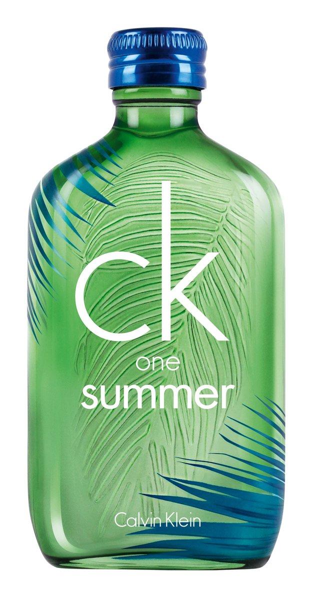 1. Eksotična dišava CK One Summer svežega vonja limete in limone sočno guavo ter hladnim pridihom cedre popelje na poletno …