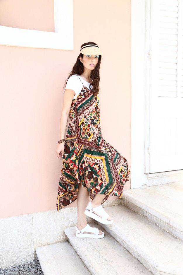 Obleka Benetton, 64,95 €; majica Max & Co., 55 €; sandale Teva, 139,90 €; zapestnica Skagen, 39 €; pokrivalo Seeberger, …