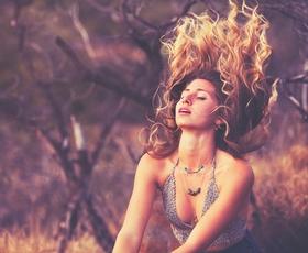 5 nasvetov, da bodo vaši lasje tudi poleti skrbno negovani in sijoči