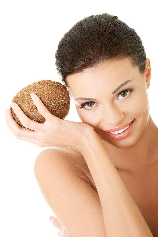5 načinov uporabe kokosovega olja v kozmetiki - Foto: Profimedia