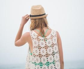 Brez teh 5 modnih kosov se letos nikar ne prikažite na plaži