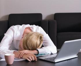 Sindrom kronične utrujenosti: 5 energijskih pasti in načini, kako se jim izogniti