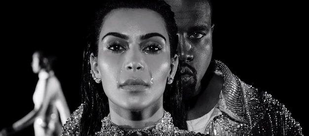 VIDEO: Kanye West v novem videospotu s Kim Kardashian »tuli z volkovi« - Foto: You Tube