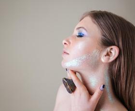 Revolucionarni organski izdelek v kozmetični industriji: Maska s čebeljim strupom