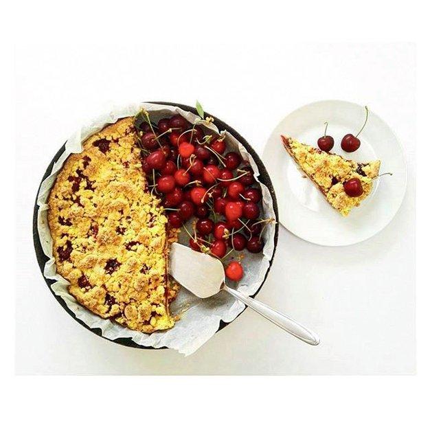 #ELLEKUHA: Brezglutenska pita s češnjami - Foto: Elle arhiv