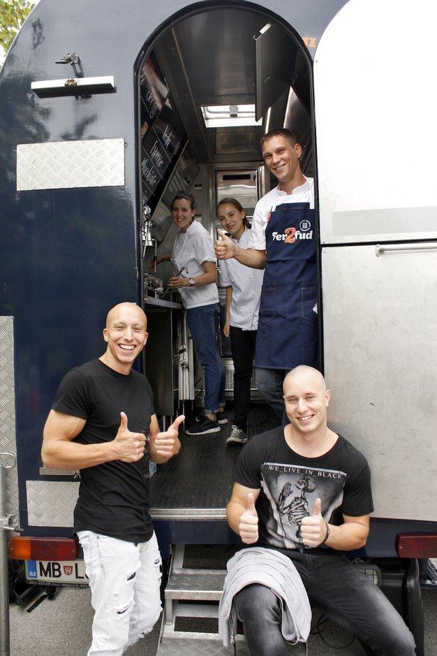 Polona in Martina pripravili 16 različnih jedi in prevozili že 5.097 kilometrov - Foto: Promocijsko gradivo