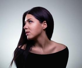 Ina Shai: Slovenka, ki v Londonu pridno gradi glasbeno kariero