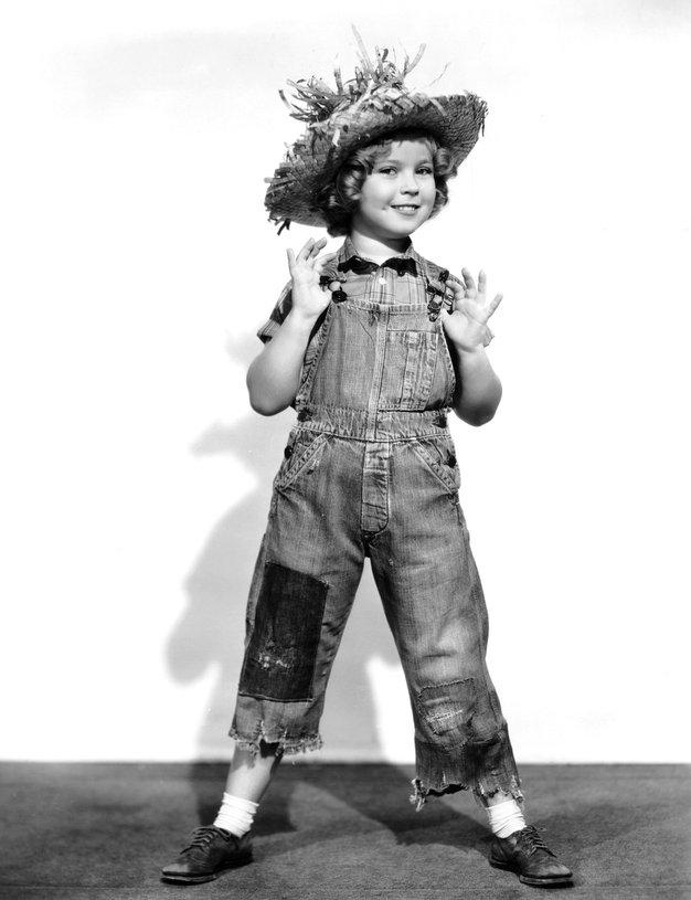 1938: Shirley Temple Kombinezon iz džinsa je nosila mala hollywoodska zvezda Shirley Temple.