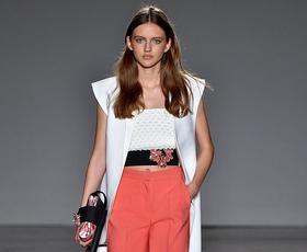 5 nepogrešljivih modnih kosov, ki jih ta trenutek potrebuje vsako delovno dekle