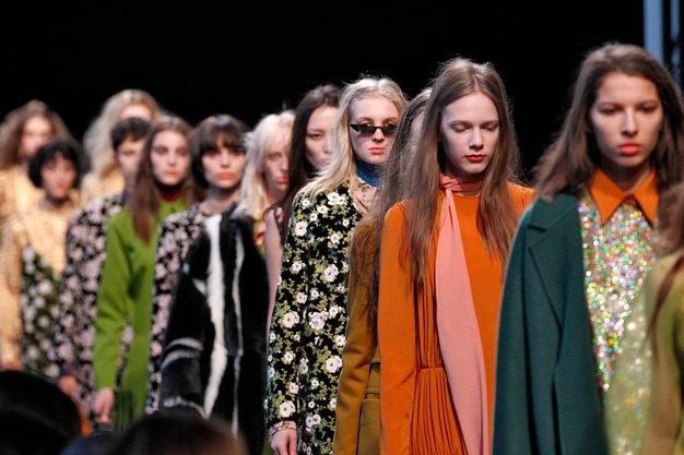 Glavna novost retro modne tematike so letnice, ki v nasprotju s prejšnjimi sezonami niso več strogo ločene ... (Rochas)