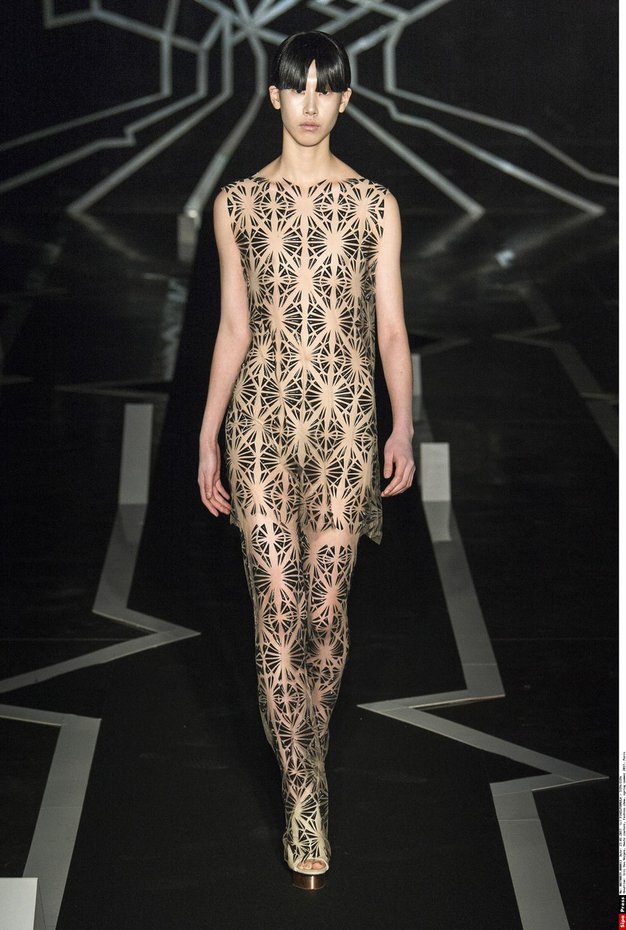 FOTO: Te obleke z modne revije Iris Van Herpen v Parizu vas bodo sezule