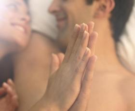4 reči, ki jih vsi moški želijo slišati med seksom