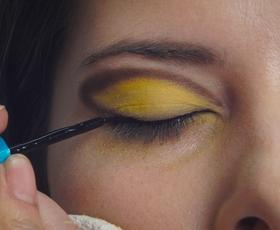 VIDEO: Ustvarite si svež in malo bolj drzen make up