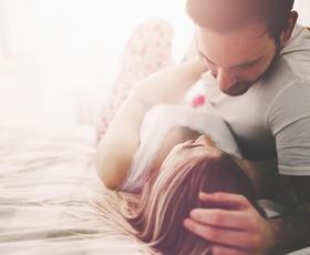 Fantastična vaja, ki odpravlja ljubosumje in prebuja ljubezen!
