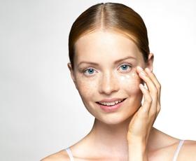 Kaj je serum in kako izbrati pravega za svojo kožo?