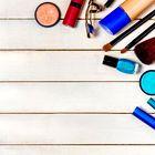 Lepotni in negovalni izdelki, ki jih ne smete pozabiti vzeti s seboj na dopust