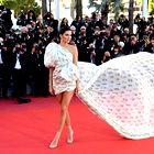 Kendall Jenner na rdeči preprogi v Cannesu podira modne zapovedi