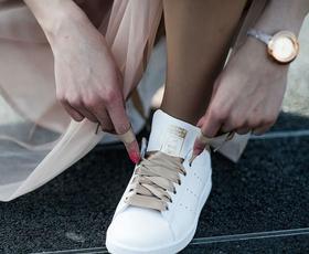 Lace Up: Nova slovenska blagovna znamka, ki je med modne zvezde poslala prav poseben modni dodatek
