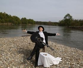 VIDEO: Všeč nam je novi videospot Vlada Kreslina za skladbo Reka!