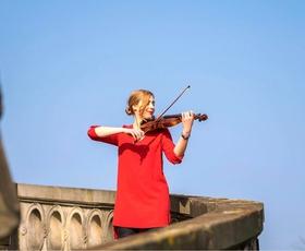 Maša Golob: Tisto dekle, ki s svojim igranjem na violino navduši vse, ki ji prisluhnejo