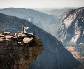 Poglejte si najbolj avanturistične poročne fotografije vseh časov!