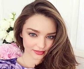 Spoznajte sijajen lepotni trik Mirande Kerr za brezhibno kožo na obrazu