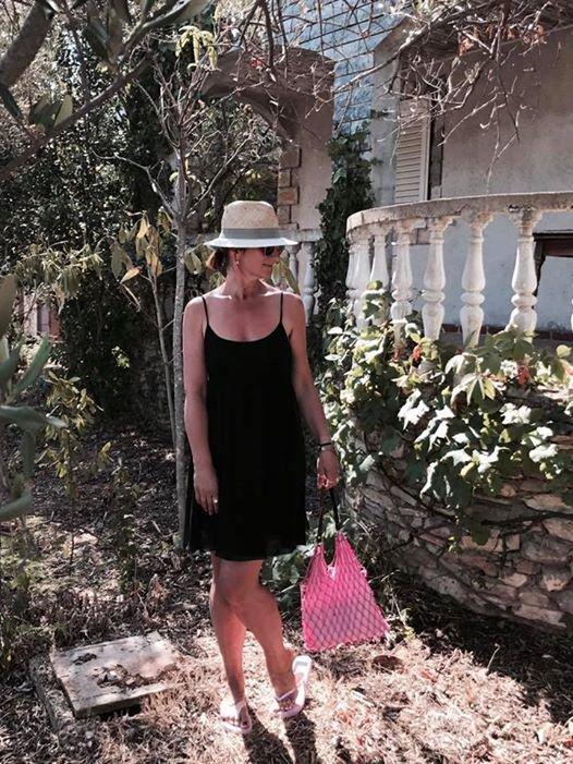 """Maja Štamol je v teh dneh - kot večina milenijcev - dopustiška. """"Sprehod v skrivnosti vrt,"""" je pripisala k fotkici, ..."""