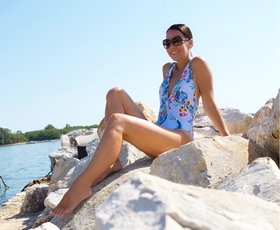 Poglejte, kako in kje je letošnje poletje preživljala Lorella Flego