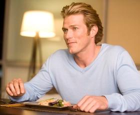 Se še spomnite igralca Jasona Lewisa iz Seksa v mestu? Tako je videti danes!