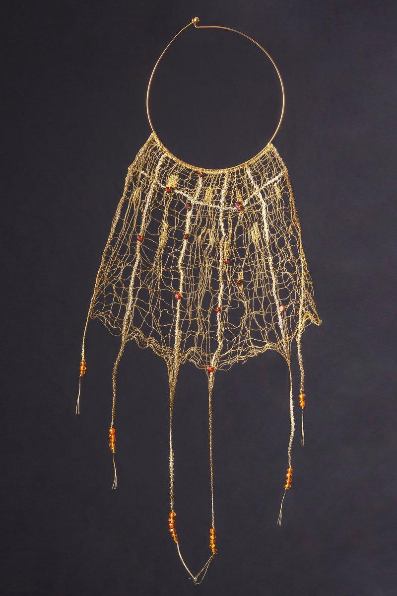 Navdušil nas je čudovit nakit z jantarjevimi perlami iz Baltiškega morja