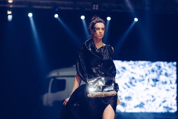 Največje število prijav na nagradni natečaj Mercedes-Benz Fashion Award, razširjen spremljevalni program z dvema okroglima mizama, 16 modnih revij, ter ...