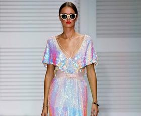 Ali modni svet visokim petam obrača hrbet? (zapiski modne urednice)